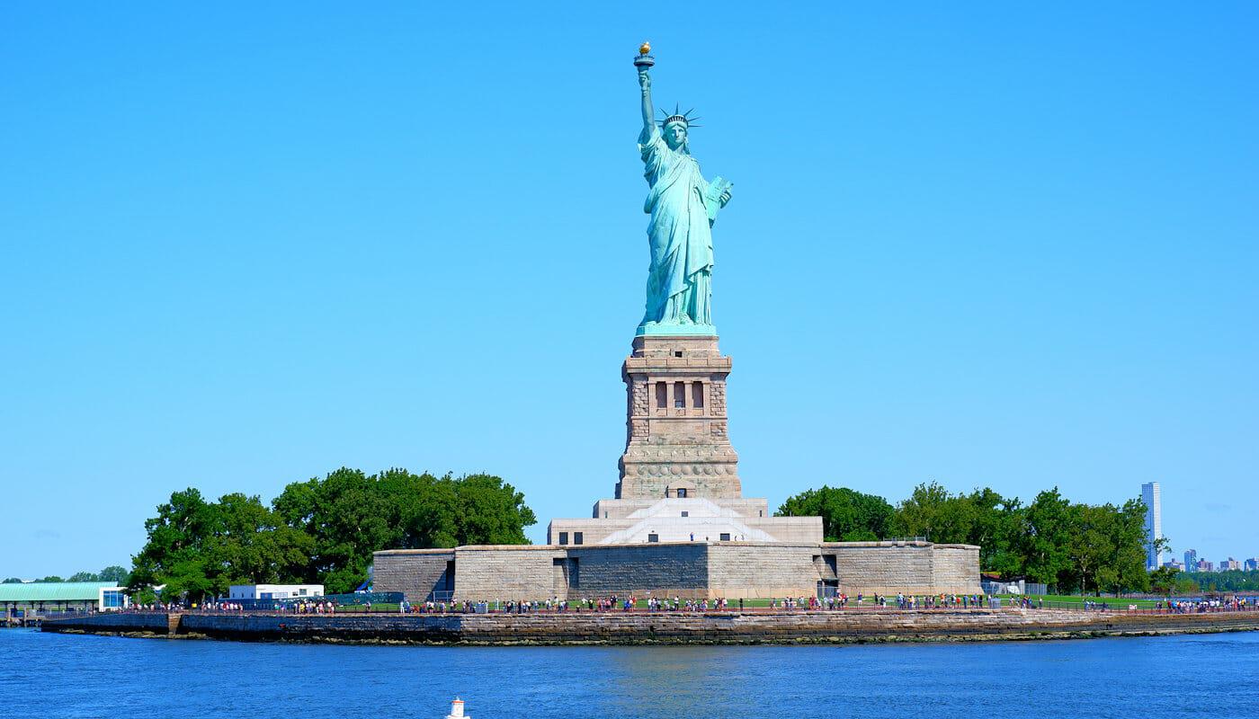 Sejltur i New York med vinsmagning ølsmagning eller jazz - Frihedsgudinden