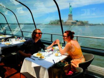 Valentinsdag cruise med middag i New York - Frihedsgudinden