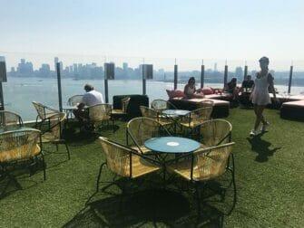 Homobarer i New York - Le Bain terrasse
