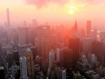 Empire State Building billetter - Solopgang over East River