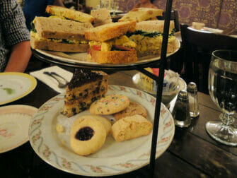 Afternoon tea hos Alice's Tea Cup - Afternoon tea