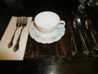 Afternoon tea hos Alice's Tea Cup - Indenfor