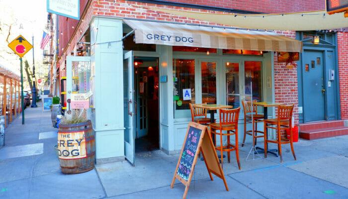 Bedste kaffe og bagels i New York - The Grey Dog udefra