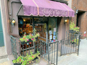 Afternoon tea hos Alice's Tea Cup