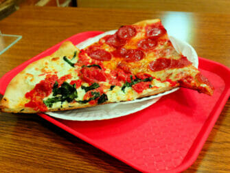 Bedste pizza i New York - Slices på NY Pizza Suprema