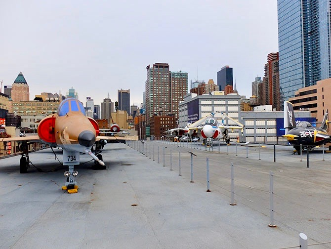 Intrepid Sea, Air and Space Museum i New York - Udenfor