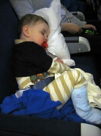 Flyve med børn til New York - Sove på flyet