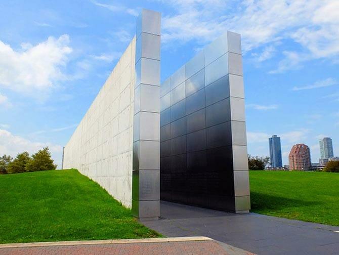 Empty Sky Memorial i New Jersey - Set fra siden