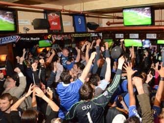 De bedste barer at se fodbold på i New York - Legends Football Factory