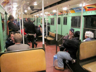 Gammeldags subway-vogne i New York - Indeni
