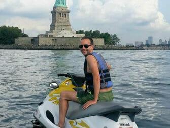 Jetski i New York - Frihedsgudinden