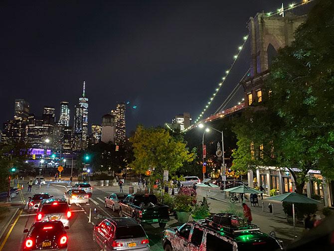Gray Line hop-on-hop-off-bus i New York - Brooklyn om aftenen