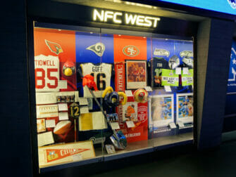 NFL Experience Times Square - Indenfor