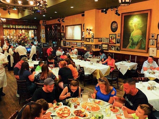 Carmine's familierestaurant i New York - Middag