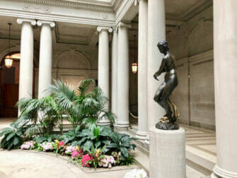 The Frick Collection i New York Statue