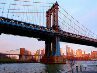 Manhattan Bridge i New York - Solopgang