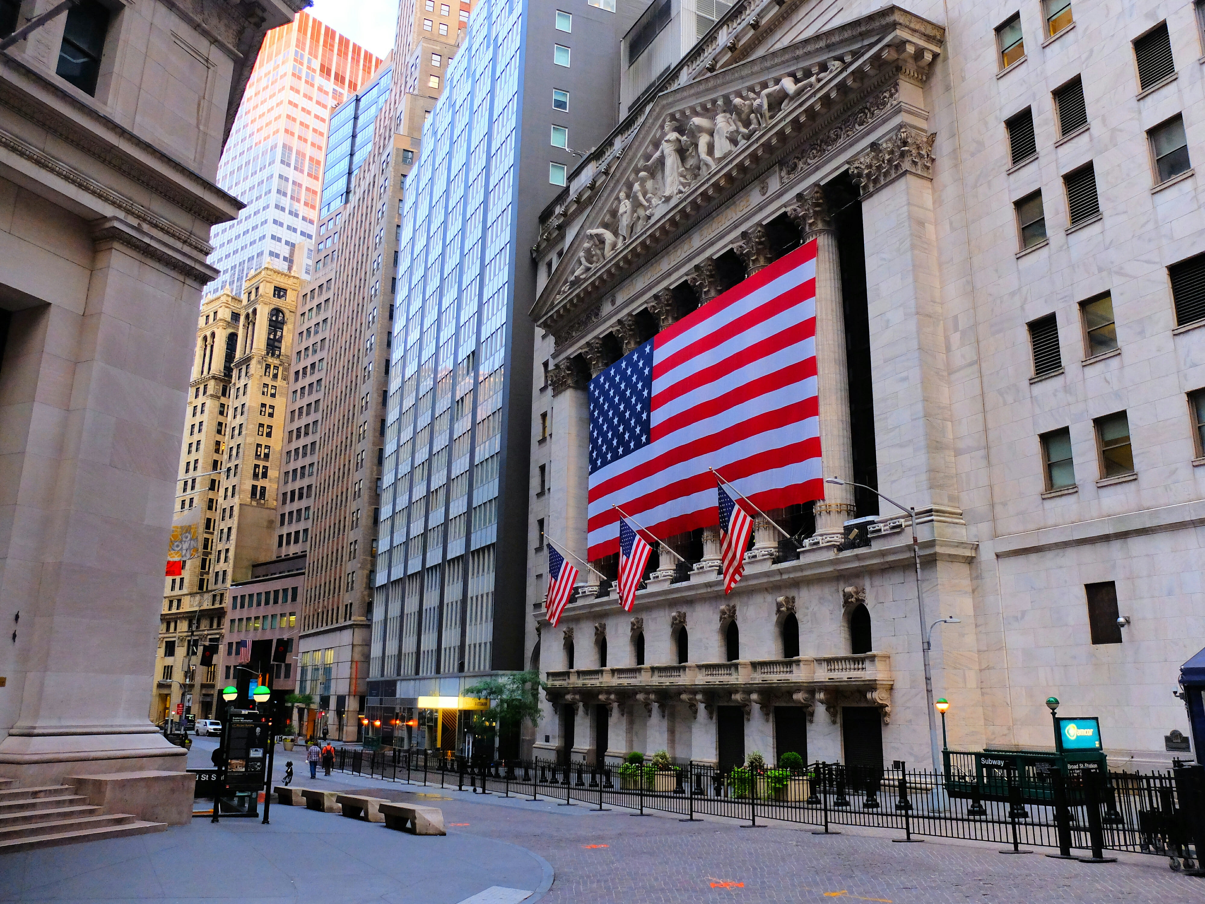 Wall Street Stock Exchange Flag in New York High Quality Wallpaper